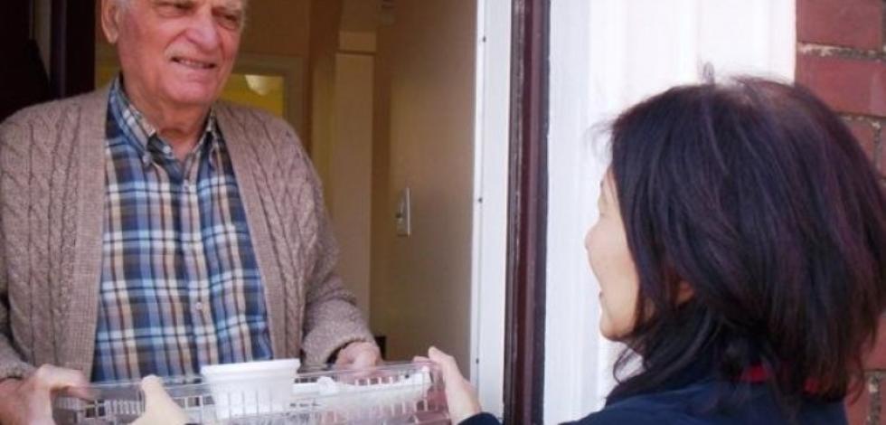 Distribuzione dei pasti a domicilio a San Giovanni Bianco (Bg) nella Val Brembana