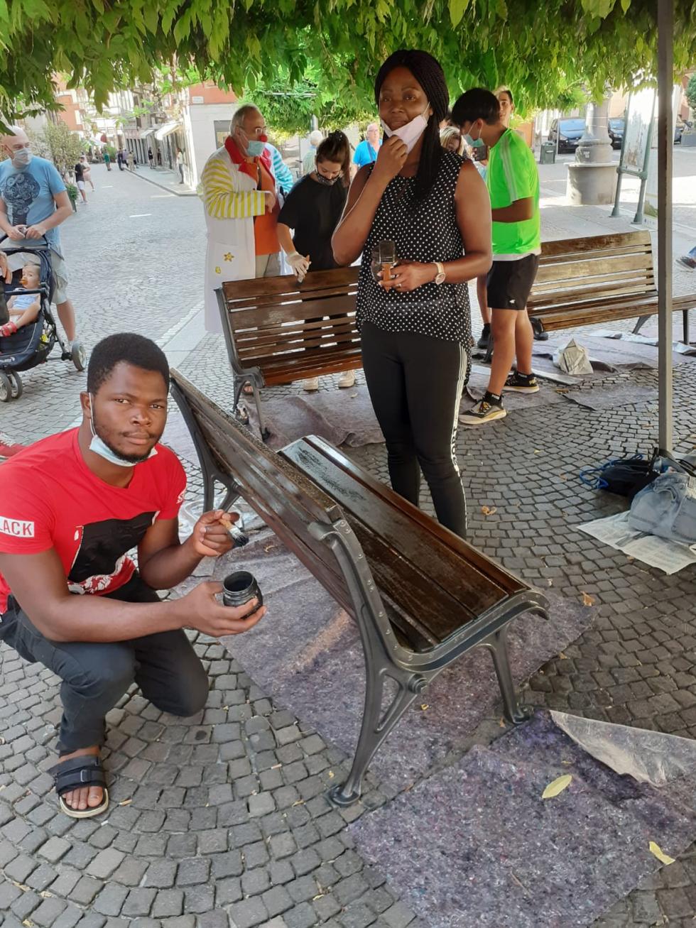 Anteas  recupera una panchina, come arredo urbano della città di Asti