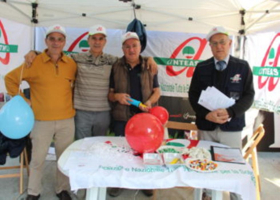 Anteas in piazza a Legnano per le giornate del volontariato